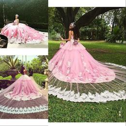 Vestido de quinceañera floral tren online-Vestidos de quinceañera de color rosa de lujo con apliques de encaje de tren desmontable Flores hechas a mano Vestido formal de fiesta de graduación floral