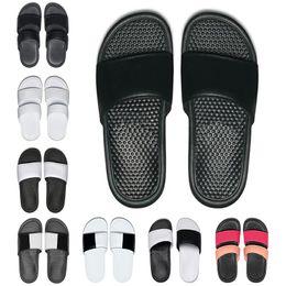 2019 Hommes Femmes pantoufles de designer BENASSI été pantoufles huaraches noir blanc mocassins mode appartements en cuir diapositives de luxe ? partir de fabricateur
