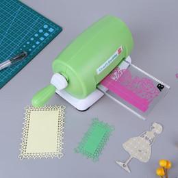 Diy Plastik Kağıt Kesme Kabartma Zanaat Scrapbooking Albümü Kesici Parça Die Cut Kalıp kesim Makinesi Yeşil 15.5 * 11 * 8 Cm Q190529 nereden