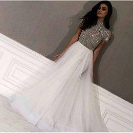 2019 vestido de noche árabe dubai Nueva llegada Cap manga Vestidos de noche blancos Vestidos largos de noche árabes Dubai Abalorios plateados Vestido formal Party robe de soiree vestido de noche árabe dubai baratos
