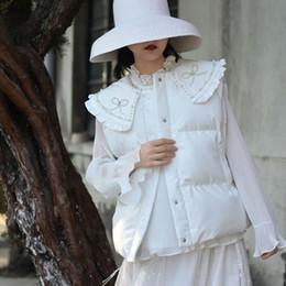 Chalecos de invierno blanco para mujer online-Abalorios arco collar de la muñeca para mujer de la manera del chaleco precioso gruesa capa blanca otoño ropa de invierno de las mujeres sin mangas caliente GCC3023