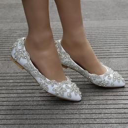 Кристалл стразы свадебные туфли белый блестящий острым носом на низком каблуке свадебная обувь женская обувь для церемонии ну вечеринку Большой размер AL2494 от Поставщики кожаное освещение