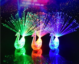 Kreative Pfau LED Fingerring Lichter Strahlen Party Nachtclub Farbe Ringe Glasfaserlampe Kinder Kinder Halloween Party Supplies SN2289 von Fabrikanten