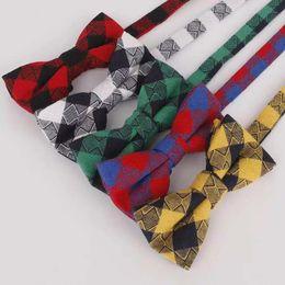 Pajarita de rayas online-niños de alta calidad de color de moda de las muchachas de los niños del algodón del arco pajarita a cuadros sólidos pajarita de la boda corbata de rayas regalo de vacaciones