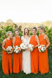 Оранжевая свадебная одежда для невесты онлайн-деревенский оранжевый свадебные платья невесты о декольте длинные шифон дешевые лето стиль страны пляж фрейлина платья передняя щель под 100