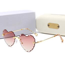 occhiali da sole a forma di cuore progettato Sconti Estate stile 2019 New Fashion Designer Occhiali da sole Donne popolari a forma di cuore Frame Occhiali di alta qualità in stile popolare occhiali K150