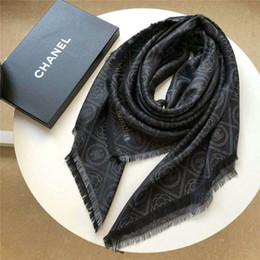 Sciarpe all'ingrosso di alta qualità alla moda autunno e inverno lana e seta lettera fiore scialle sciarpa scialle taglia 140 * 140 cm senza scatola da