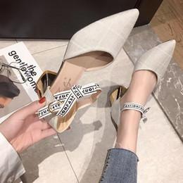 2019 sandalias de tacón coreano 2019 primavera nuevas sandalias frescas pequeñas y puntiagudas hembra versión coreana del verano salvaje con tacones altos en los zapatos individuales sandalias de tacón coreano baratos