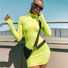 2019 vestido sexy corriendo Vestidos deportivos para las mujeres delgado vestido de cuello alto elástico damas sexy bodycon correr ropa deportiva tenis vestido de baile vestido sexy corriendo baratos