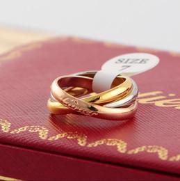 anillos pasados de moda Rebajas 2019 nueva calienteCartier de tres anillos anillo de tres colores rosa 18K de acero de titanio de oro anillo de costura con la caja original
