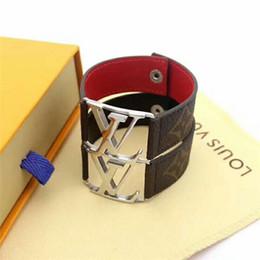 messing manschette armband leer Rabatt Beliebte Mode Lederarmband mit Metall Buchstaben, Männer und Frauen 316L Titan Stahl Armband Schmuck