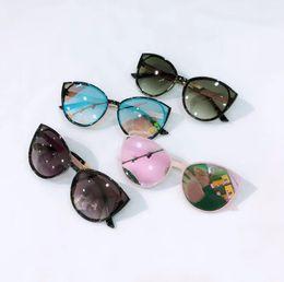 8d96be0763f29 2019 Verano para niños gafas de sol niñas ojos de gato gafas para niños  lentes de lentes polarizadas sombras para niños Uv 400 playa vacaciones  protección ...