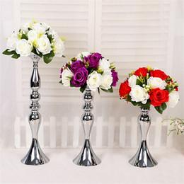 Blumen arrangieren online-Meerjungfrau Haupttisch Hochzeit Vasen Eisen Überzug Silbrige Farbe T Tai Straße Führt Haupttisch Kerzenhalter Mode Blume Arrangiergerät 23 5d
