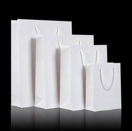 Kundenspezifische papiertüten hochzeit online-Weiße Handtaschen-Verpackungs-Beutel-Geschenk-kundenspezifische Firmenzeichen-Beutel mit Griffen Qualitäts-Papiertüten, die Geburtstagsfeier-Geschenk-Paket-Handtaschen Wedding sind