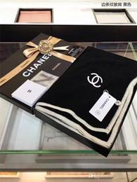 Deutschland 2019 Winter Luxus Kaschmir-Schal High-End-klassische Marke modische Männer und großer Schal der Frauen 180 * 70cm Kasten Versorgung