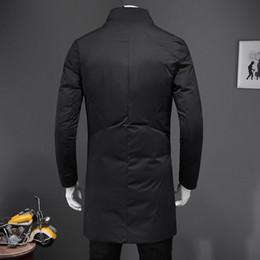 Abrigo largo de parka online-Pecho para hombres diseñador de moda de Nueva manga larga individual de abrigo abrigos de invierno caliente longitud media masculina algodón Parkas más del tamaño 5XL