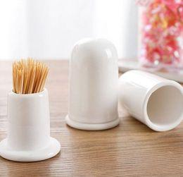 Porta stuzzicadenti in ceramica con coperchio creativo moda bianco scatola di immagazzinaggio stuzzicadenti bottiglia barile stuzzicadenti serbatoio vendita calda da
