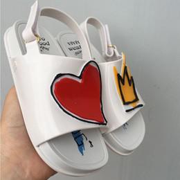 2f3c6812a Melissa Coroa e Coração Vermelho Mini Sandálias 2018 New Summer Chuva Sapatos  Geléia Sapato Menina Não-slip Crianças Sandália Da Criança Y18110304 à venda