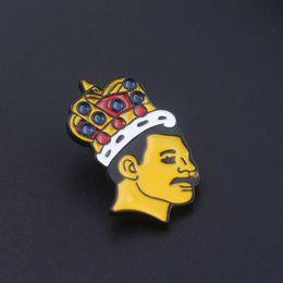 2019 bolsa de regalo reina Cantante Freddie Mercury Esmalte Pins Broches Reina artista de la música Insignia Broche para Mujeres Hombres Abrigo Bolsa Botón Pin Joyería de regalo bolsa de regalo reina baratos
