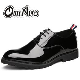 Chaussures décontractées noires brillantes en Ligne-Hommes Chaussures Casual Grandes Tailles Brillant Surface Lacet Grande Taille Chaussures Habillées Décontractées Hommes Luxe Solide Noir Oxfords Hommes # 7284