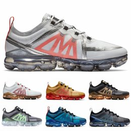 prodotti di scarpe Sconti Nike Air Vapormax Flyknit Designer Uomo Sneaker da donna Triple Black Prodotto Club Gold Ember Glow Active Fuchsia Athletics Sport Scarpe da corsa