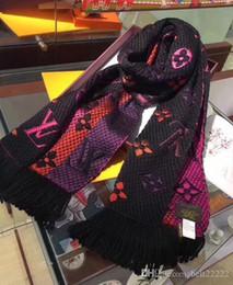 bufanda india al por mayor Rebajas Lujoso invierno mantón de la bufanda para las mujeres Marcas de lana para hombre bufanda de la manera de las mujeres del diseño de letra invierno caliente regalos de la flor bufandas 180X35CM
