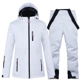 2020 мужские лыжные костюмы Пара Лыжные костюмы Мужчины Женщины на лыжах куртка с брюками любителей сноуборда посаженные сноуборде-куртка и брюки зимние снега Одежда дешево мужские лыжные костюмы