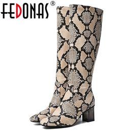 2019 animais sexy FEDONAS Outono Inverno Quente Mulheres Sexy Animal Prints Quadrado Toe De Salto Alto Na Altura Do Joelho Botas Altas Da Marca de Zíper Lateral Do Partido Sapatos Mulher desconto animais sexy