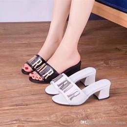 2019 sandálias para as mulheres da moda flip flop mulheres se vestem sapatos preto das mulheres sandálias de couro Genuíno das senhoras sapatos 2018 chinelos Scuffs de
