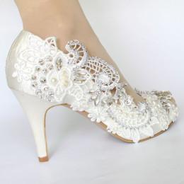 Zapatos de raso marfil talla 42 online-las mujeres zapatos de raso marfil de la perla de gran tamaño 41 42 seda punta abierta encajes de cristal de la boda zapatos de novia zapatos de tacón alto de las mujeres