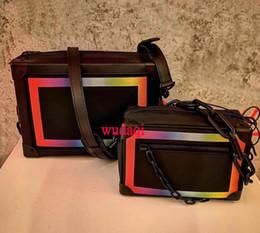 Incroci arcobaleno online-2019 nuovi uomini e donne con lo stesso paragrafo V parola piccola scatola croce arcobaleno scatola quadrata spalla tracolla borsa da uomo borsa portatile