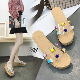 Typen sandale online-YEELOCA Womens Sandals 2019 Summer New Type Dickbesohlte Slope-Heels Sandals Muffinsohlen Slippers Luxury Shoes Damen Designer