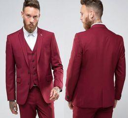 Nuevo diseño Rojo Slim Fit Novios Esmoquin Muesca Solapa Centro Vent Padrinos de boda para hombre Vestidos de novia Excelente traje de hombre (chaqueta + pantalones + chaleco) desde fabricantes