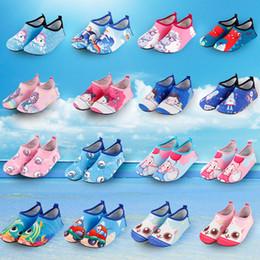 2020 zapatos de tela para niños 37 Color Zapatos de agua para niños Calcetines de buceo para deportes acuáticos Zapatos antideslizantes para niños Tejido transpirable Secado rápido Natación Surf Zapatos de traje húmedo M333 zapatos de tela para niños baratos