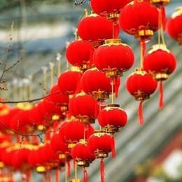 Rote plastiklaternen online-30pcs / lot kleine Beflockung rote Laternen Hochzeitsfest-Dekor-Geschenk DIY Fertigkeit nette chinesische Plastiklaternen # L45 D19010902