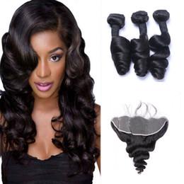 Cabello humano completo encaje teje online-El pelo humano brasileño de la onda floja teje 3 paquetes con 13x4 de encaje frontal del oído al oído El color natural principal puede ser teñido pelo humano