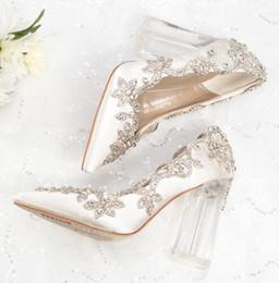 2019 día de la boda talones Zapatos de boda Novia Tacones transparentes Bombas de cristal Día de Navidad Fiesta de la noche Reina de lujo Satén Seda 10 cm Tacón cuadrado Talla grande 10 día de la boda talones baratos