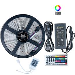 2019 sala de luces de tira llevada 5050 RGB LED luz de tira DC 12V 5M 10M IP20 IP65 lámpara llevadas impermeables para la sala de estar + Control remoto Fuente de alimentación + IR sala de luces de tira llevada baratos