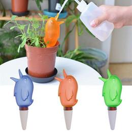 case di uccelli di plastica Sconti Birdie Automatic Watering Device Casa di moda / giardino Acqua Pianta da appartamento Vaso di plastica Dispositivo di irrigazione per uccelli Drip