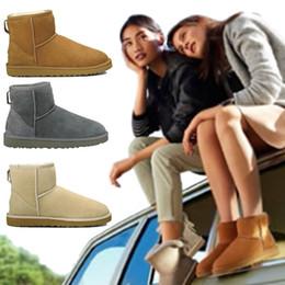 Moda para mujer con descuento online-2019 Invierno barato Nueva WGG Australia Clásico botas de nieve para mujer marca de moda de lujo descuento Tobillo Plus botas de algodón zapatos 5-10 envío gratis