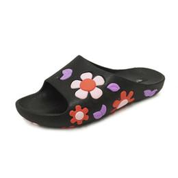 Canada Mode d'été femmes sandales pantoufles avec fleur plat talon pantoufles à bout ouvert confortable Casual chaussures antidérapantes supplier slippers heels flowers Offre