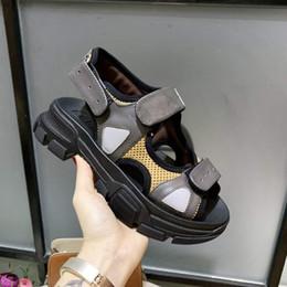 Stivali stretti da uomo online-Designers Sport Scarpa Casual Triple S Designer Low Old Dad Sneaker Combinazione Suole Stivali Scarpe da donna Runner Scarpe xyh19021405