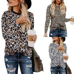 Tops chiffon verão senhoras on-line-Atacado mulheres tops em torno do pescoço de manga longa T-shirts de verão senhoras tops tricô costura leopardo chiffon t-shirt estilo europeu Tops