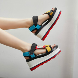 Peep de cunha on-line-Moda Cunhas Plataforma Sandálias Das Mulheres de Salto Alto-ed Mulheres Sapatos Fivela Sapatos Novos de Verão Peep Toe Sneakers Sandalias Mujer
