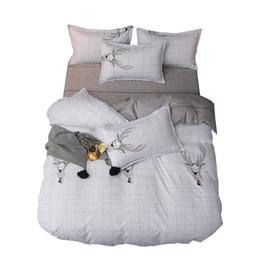 Moda roupas de cama clássico, situada estilo minimalista Nordic 4 conjuntos / conjunto de roupa de cama capa de edredão amigo da pele têxtil-lar de quatro peças de