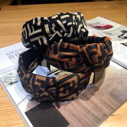 2019 kleine mädchen haarclips großhandel 2019 neue Mode braun Bogen Brief Stirnband breitkrempigen europäischen und amerikanischen Stirnband Haarband Mädchen Kopfbedeckung Stirnband