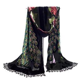 2019 bufanda de terciopelo negro Venta caliente de las mujeres de terciopelo negro con cuentas de seda bordado chal bufanda abrigo bufandas pavo real envío gratis WS006-H bufanda de terciopelo negro baratos