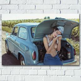foto ragazze modello Sconti Donna sexy con Retro ragazza auto Busto Modello esterno Photo Wall Art Poster pitture su seta Tela stampe per Living Room Decor