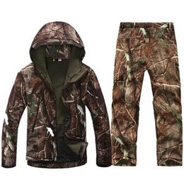 Gli uomini militari militari si adatta online-Softshell militare Men Army Coat Giacche impermeabili Vestiti Set Military Jacket + Pants Camouflage Outwear Jacket Suit