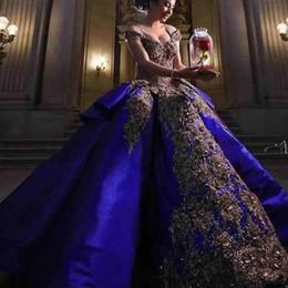 Batas de baile de disfraces online-2019 lujo detalle bordado de oro azul real vestidos de quinceañera vestido de bola dulce 16 vestido fuera de la mascarada del hombro vestido de fiesta